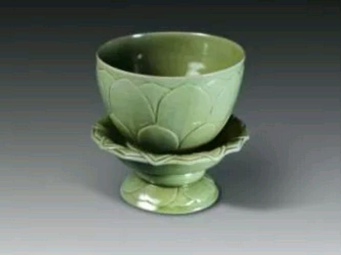 青瓷莲花碗